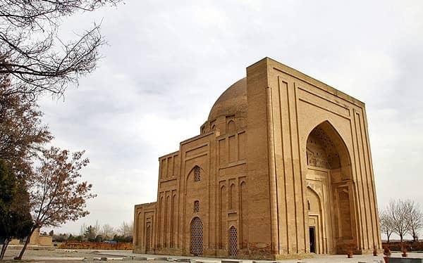 Biografi Singkat Imam al-Ghazali. Kubah Haruniyeh di Tus, Khurasan Iran. Konon di sini lah makam Imam al-Ghazali.